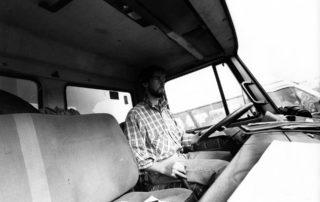 camion della cooperativa durante un trasporto di frutta e verdura biologica